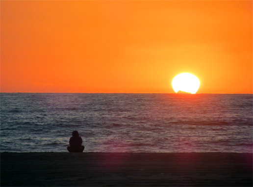 The setting sun from Manhattan Beach in Los Angeles